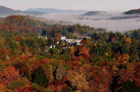 Highlands, NC – It's So Quiet You Can Hear YourselfBreath.